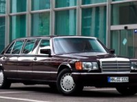 Mercedes-Benz_560_SEL_Pullman_11pop
